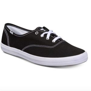 Kids black classic canvas sneakers